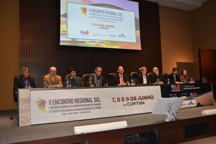 Presidente da CAA/PR apresenta projetos da instituição para jovens advogados