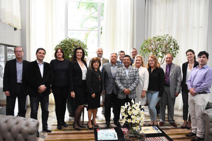 APMC faz homenagem ao procurador municipal Paulo Salamuni