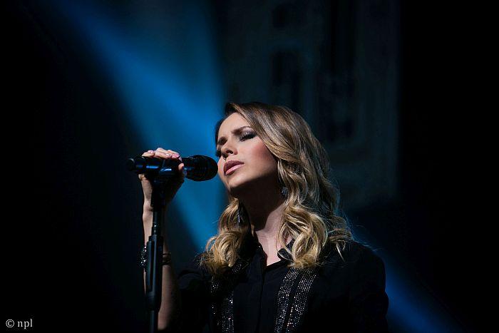 Sandy comemora sucesso da turnê e volta a Curitiba
