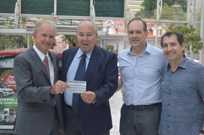Cliente do Shopping Novo Batel ganha caminhão de prêmios da campanha Super Natal Premiado