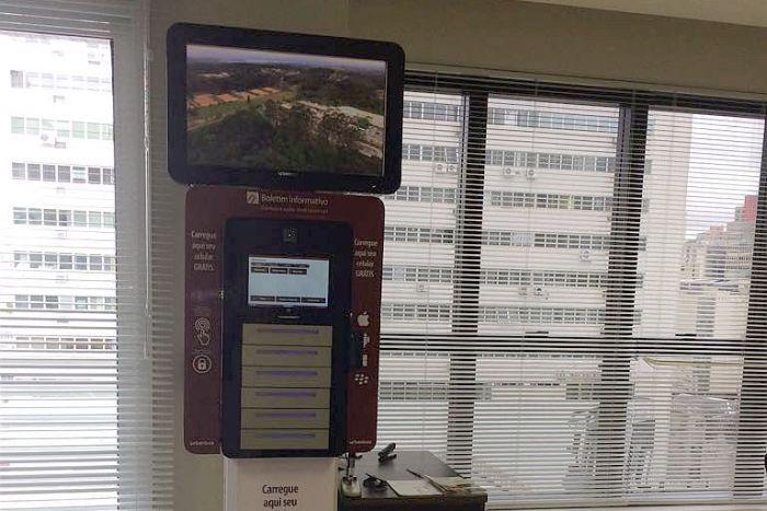 Totem Carregador de Celular está disponível para advogados no Edifício Maringá