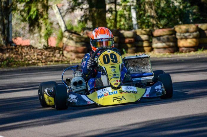 Piloto mirim de Curitiba é campeão paranaense de Kart