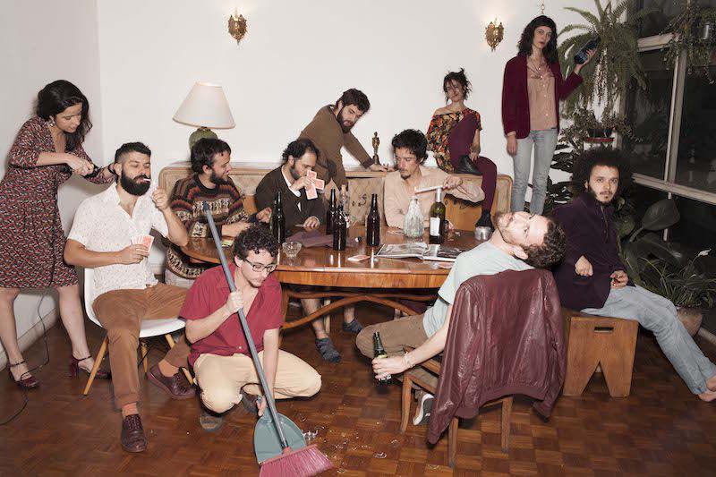 Pela primeira vez em Curitiba, Trupe Chá de Boldo faz show no Paiol