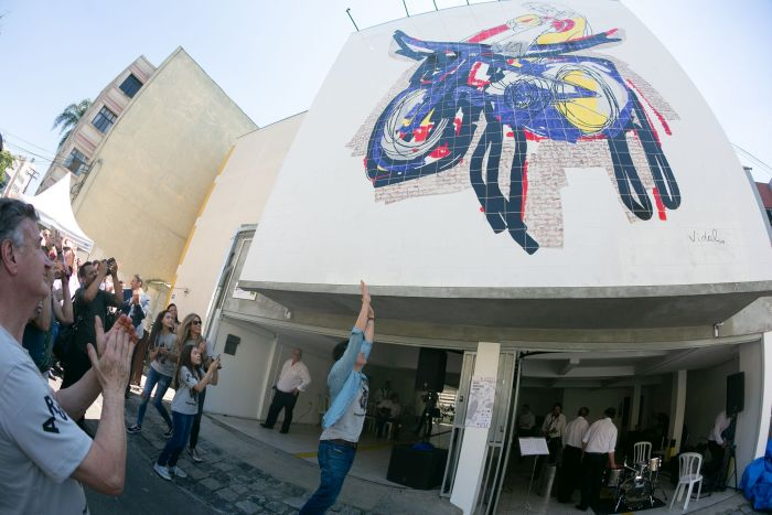 Curitiba ganha primeiro mural sobre mobilidade urbana