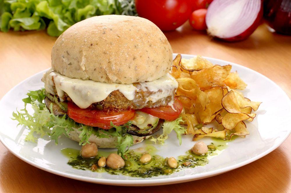 Hambúrgueres vegetarianos são opções do CWBurguer Fest