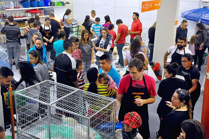 Mais de 2.200 pessoas participam de encontro de pets sem raça definida